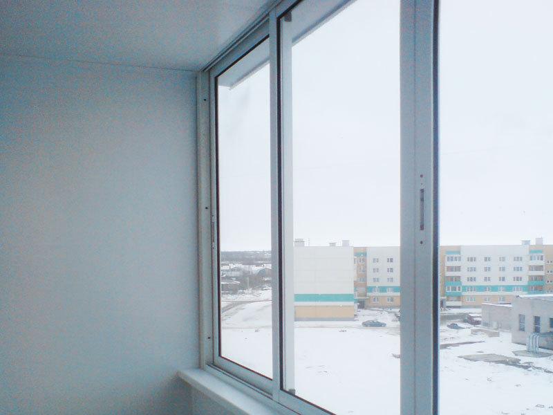Остекление балконов пластиковым и алюминиевым профилем.